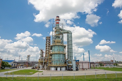 Afipka oil refinery. Crude oil distillation unit